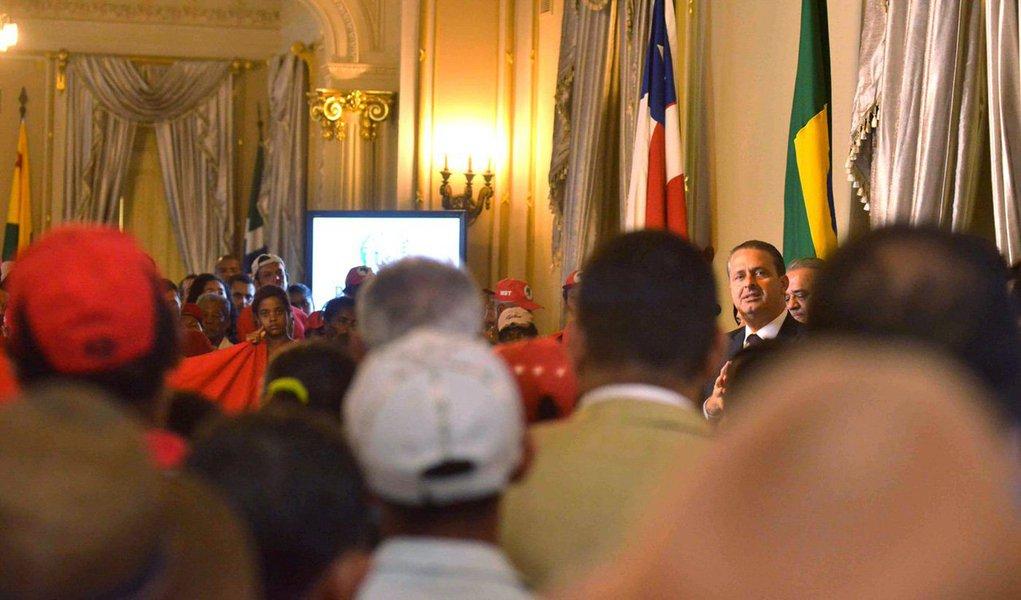 Números do Datafolha são muito ruins para o ex-governador pernambucano; com 7%, ele aparece empatado com o Pastor Everaldo; se não decolar, corre o risco de ser o presidenciável do PSB menos votado, uma vez que Ciro Gomes tinha 17,5% em 2010, antes de ter a candidatura retirada pela direção nacional, e Anthony Garotinho registrou 17,86% em 2002; além disso, governos estaduais estão ameaçados: PSB já perdeu o Ceará, com Cid Gomes, que migrou para o Pros, e pode ficar sem Pernambuco, onde seu candidato Paulo Câmara ainda não decolou; qual é a saída?