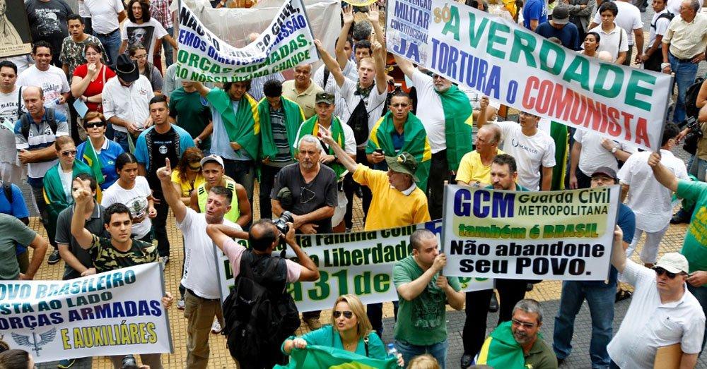 Neste domingo (30), acontece mais uma Marcha da Família com Deus, movimento que pede intervenção militar no país em meio às comemorações de 50 anos do golpe; ato bloqueia a faixa da direita da avenida Paulista, no sentido Consolação, próximo ao Masp; edição da semana passada do ato reuniu 700 pessoas