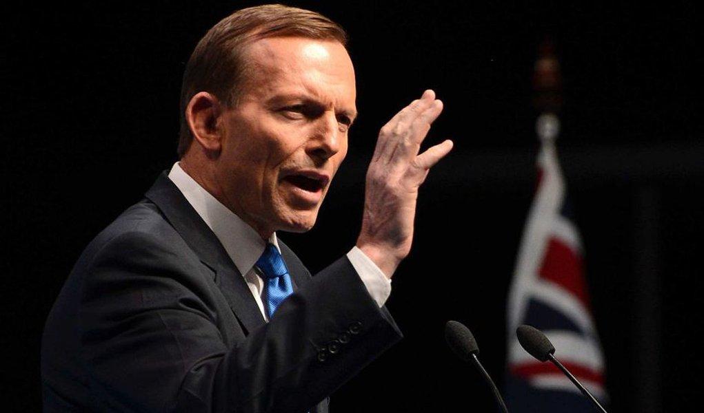 O primeiro-ministro da Austrália, Tony Abbott, disse nesta quinta-feira que imagens de satélite detectaram dois objetos possivelmente relacionados com a busca pelo avião da Malaysia Airlines desaparecido desde 8 de março com 239 pessoas a bordo; navio norueguês chega ao local