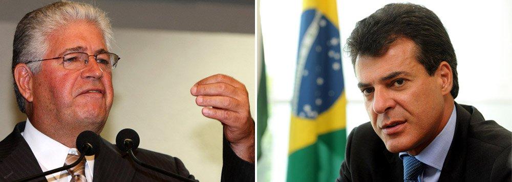 """De acordo com o senador peemedebista Roberto Requião, pré-candidato ao Palácio Iguaçu, o governador do Paraná estaria impedindo jornais e rádios do interior de realizarem entrevistas com ele; o parlamentarclassificou a postura do tucano de """"extremamente inoperante e medíocre"""""""