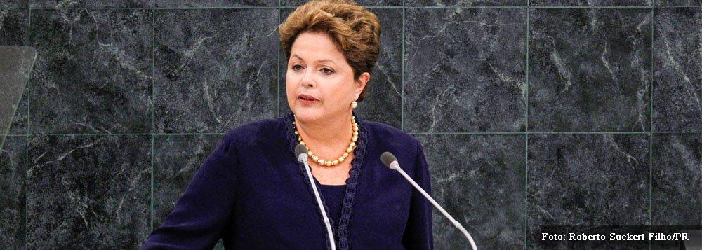"""Presidente abre pronunciamento na ONU batendo duro nos EUA; Dilma Rousseff classificou """"espionagem"""" como """"invasão de privacidde"""", ataque à soberania nacional e aos direitos humanos; """"Tecnologias de informação não podem ser o novo campo de luta entre os Estados"""", disse; """"A ONU deve desempenhar uma ação de segurança para regular o papel dos Estados frente à internet"""", acrescentou; presidente também pediu reforma em governança global; """"É preocupante a limitação do Conselho de Segurança"""", reafirmou"""