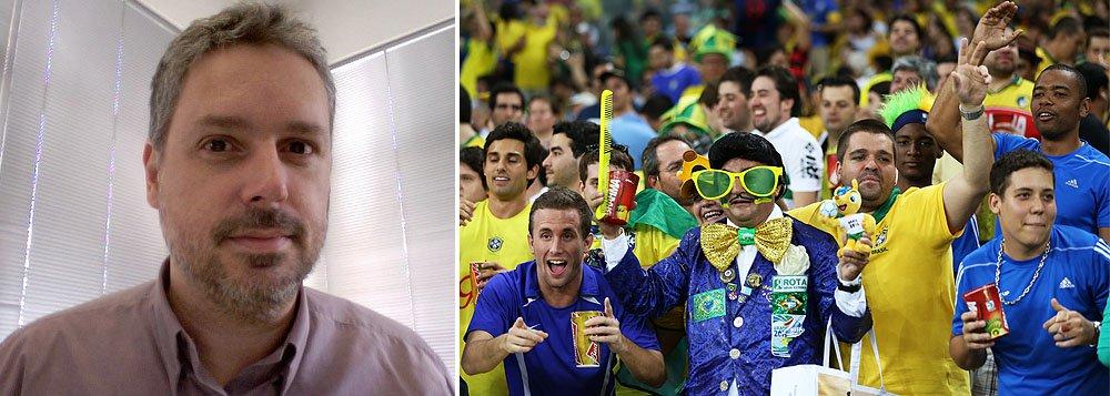 """Baseado no Ibope, colunista José Roberto de Toledo vê clima de frieza da torcida, com """"quase nenhuma bandeira nas janelas, raras camisetas amarelas"""": """"Virou politicamente incorreto torcer pela Copa, pelo Brasil"""", diz; pesquisa aponta que 39% da população responderam que se fosse possível medir em graus seu envolvimento com o Mundial, a temperatura estaria entre """"fria"""", """"muito fria' e """"gelada""""; só 30% disseram que seu termômetro está """"quente"""", """"muito quente"""" ou """"fervendo"""""""