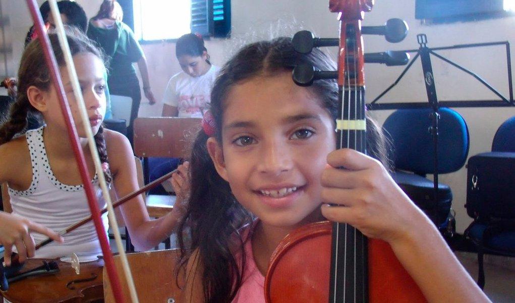 """""""O foco principal do PRIMA não é ser uma simples escola de música. Trata-se, muito mais, de uma verdadeira escola de vida, um trabalho de inclusão através da música, das artes e de uma certa sabedoria existencial"""", Maestro Alex Klein"""