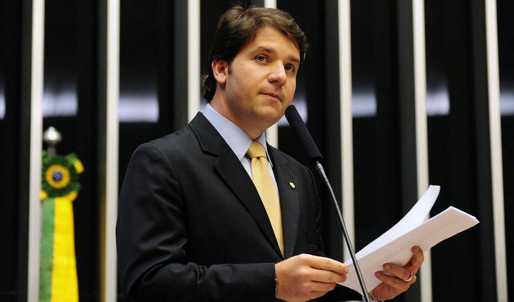 O Conselho de Ética e Decoro Parlamentar da Câmara aprovou há pouco o parecer preliminar do deputado Marcos Rogério (PDT-RO), que propôs abertura de processo para investigar as denúncias de quebra de decoro parlamentar pelo deputado Luiz Argôlo (SD-BA); ele é acusado de envolvimento com o doleiro Alberto Youssef, preso na Operação Lava Jato da Polícia Federal, que investiga lavagem de dinheiro