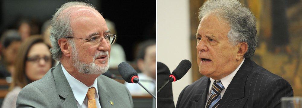 """A renúncia de Eduardo Azeredo (PSDB) abriu caminho para o retorno à Câmara dos Deputados de Edmar Moreira (PR-MG), que ficou conhecido como """"deputado do castelo""""; nesta segunda (24), o primeiro suplente de Azeredo, Ruy Muniz (DEM), atual prefeito de Montes Claros, encaminhou à Câmara carta na qual recusa a vaga de deputado federal;Moreira omitiu da Justiça Eleitoral a posse de um castelo, avaliado em R$ 25 milhões, no interior de Minas"""