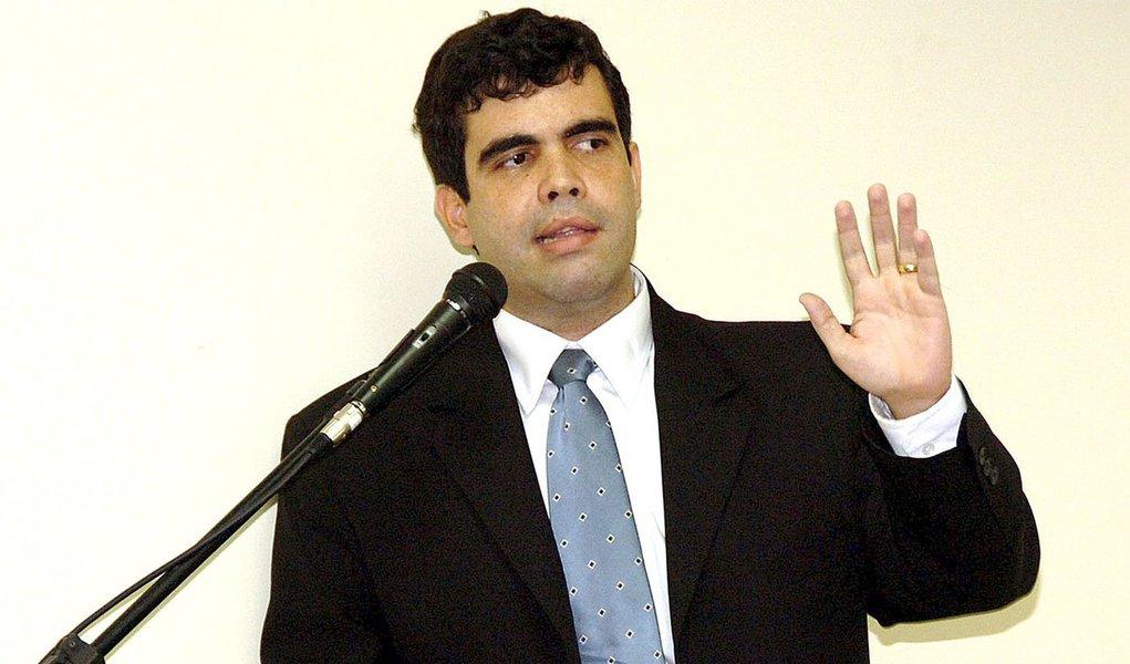 O presidente da Assembleia Legislativa, deputado Osires Damaso (DEM), indicou o deputado Ricardo Ayres (PSB) como titular da CPI do Igeprev; Ricardo Ayres compõe a última indicação para que seja possível a instalação da CPI e o início das investigações; são membros da CPI, além de Ricardo Ayres, os deputados Sargento Aragão (Pros), José Roberto Forzani (PT), Stalin Bucar (SD) e Wanderlei Barbosa (SD). Dos cinco membros, três são da bancada governista; a oposição quer a presidência fique com o deputado Sargento Aragão