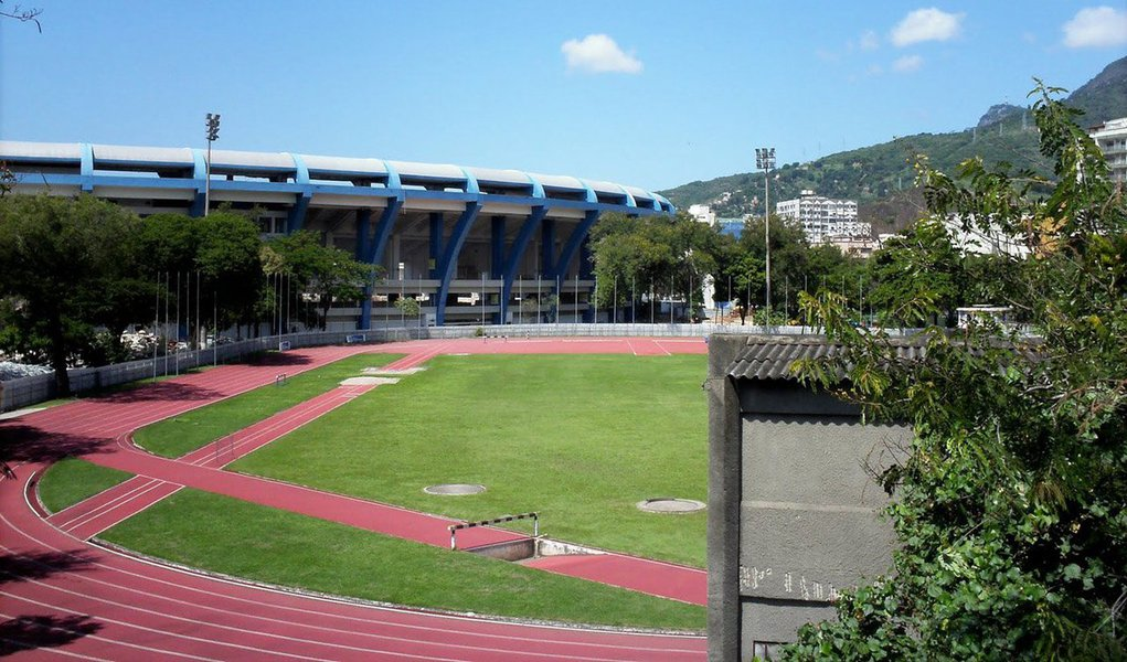 Em ato simbólico, atletas e ex-atletas pediram hoje a reforma e reabertura do Estádio de Atletismo Célio de Barros, localizado no Complexo Maracanã; estádio foi fechado há um ano e iria ser transformado em um estacionamento do estádio