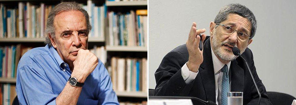 """Colunista ironiza entrevista do ex-presidente da Petrobras Sérgio Gabrielli, na qual diz que documento usado para embasar compra de Pasadena é 'omisso', mas 'não falho': """"a omissão no documento não é uma falha? Espera-se que ele revele a nova verdade sobre o idioma"""""""