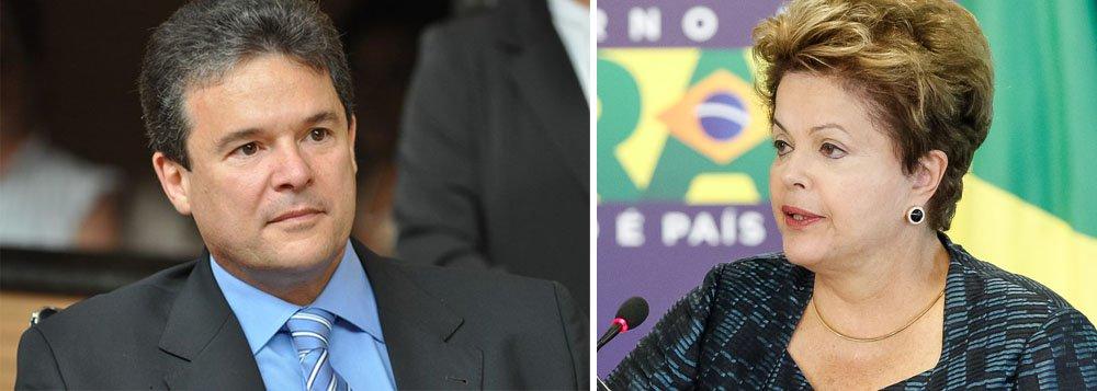 """O deputado federal e presidente do PSD em Pernambuco, André de Paula, afirmou que a relação entre a presidente Dilma Rousseff (PT) e a base aliada do governo está pior do que durante todo o governo do ex-presidente Luiz Inácio Lula da Silva (PT), pior até do que durante o período do escândalo do Mensalão; para o parlamentar, existe uma possibilidade real de o PMDB afrontar a presidente Dilma """"de forma escancarada""""; em contrapartida, a candidatura presidencial do ex-governador de Pernambuco, Eduardo Campos (PSB), é vista com simpatia pelo deputado, cujo partido deve firmar apoio com Campos até a próxima segunda-feira (14)"""