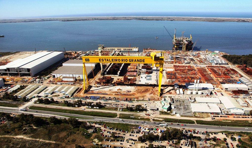 A indústria deve investir mais de R$ 2,3 bilhões no estado do Rio Grande do Sul. O motivo é a chegada de multinacionais e a expansão do pólo naval. As companhias que estão investindo nas terras gaúchas são as chinesas e ucranianas. Entretanto, especialistas consideram baixo o investimento