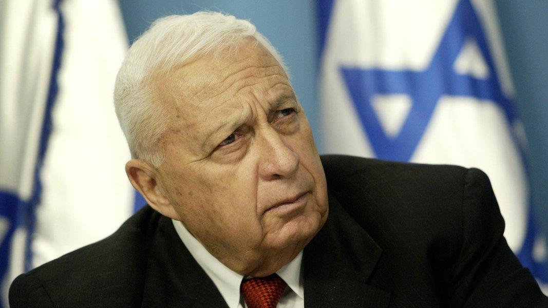 """Nos últimos dias, os médicos do hospital Tel Hashomer de Telavivjá tinham dito que o ex-primeiro-ministro israelenseregistrava um """"lento e gradual"""" declínio dos órgãos vitais e que as possibilidades de sobrevivência eram reduzidas"""