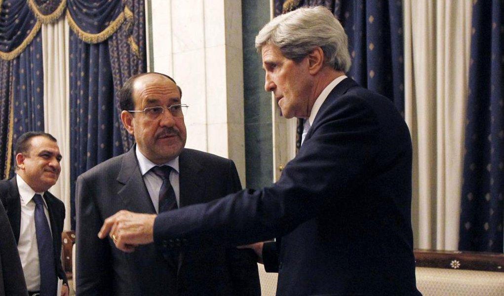 Em Jerusalém, secretário de Estado norte-americano alegou que país irá ajudar o governo do primeiro-ministro iraquiano, Nuri al-Maliki, mas deixou claro não haver hipótese sobre o retorno de tropas dos EUA ao Iraque