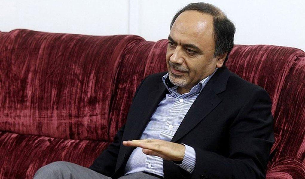 Os EUA disseram na sexta-feira que não dariam visto para Hamid Abutalebi, citando as ligações do enviado com a crise de reféns do Irã entre 1979 e 1981; odiplomata já afirmou anteriormente que atuou como intérprete para os militantes
