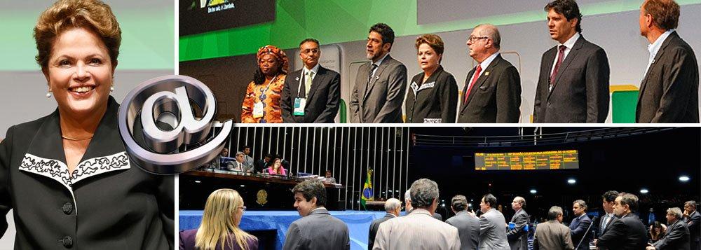 """Presidente Dilma Rousseff sancionou nesta manhã o Marco Civil da Internet, durante a abertura do NetMundial, encontro global que discute o futuro da governança da internet com a presença de 80 países em São Paulo nesta quarta e quinta-feira; segundo ela, """"o Brasil deu um grande passo"""" com o Marco Civil, que """"conserva a neutralidade da rede"""" e traz regras claras, como para a retirada de conteúdo; projeto foi aprovado ontem no Senado; """"No Brasil, empresas e a Presidência tiveram comunicações interceptadas. Esses fatos são inaceitáveis"""", discursou, em referência à espionagem norte-americana; EUA a um passo de perder influência sobre estabelecimento de domínios na rede"""