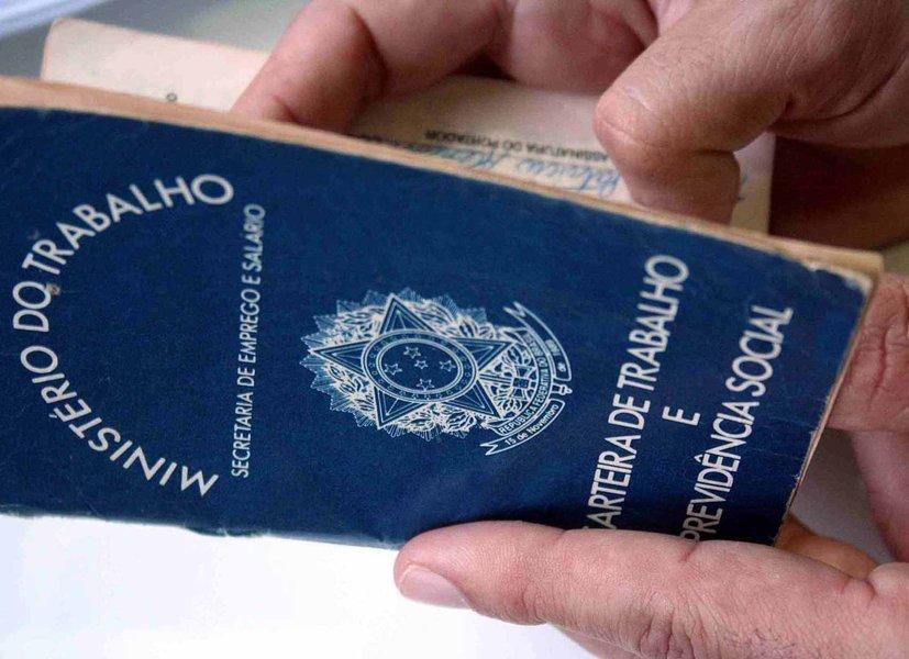 A Bahia tem 182 (43%) das 500 piores cidades do Brasil, conforme levantamento do Índice Firjan de Desenvolvimento Municipal (IFDM); ranking utilizou dados de 2011 fornecidos pelos ministérios da Fazenda, Saúde e Educação, a partir do que é informado por cada prefeitura, e alcança todos os 5.565 municípios brasileiros; no quesito Emprego e Renda, a Bahia apresentou desaquecimento da economia do país, o que refletiu na diminuição de geração de emprego de 50,5%