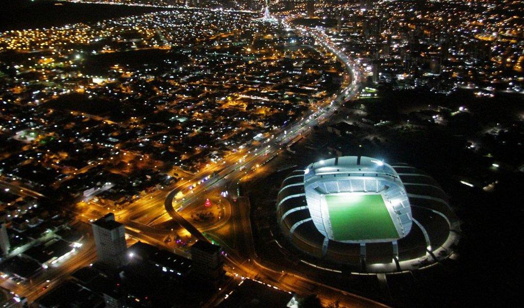Sistema do estádio de Natal, que receberá jogos da Copa do Mundo, conta com 306 peças de iluminação do campo, com potência de 800 kW cada; arena deverá ser inaugurada oficialmente no próximo dia 20, com a presença da presidente Dilma Rousseff