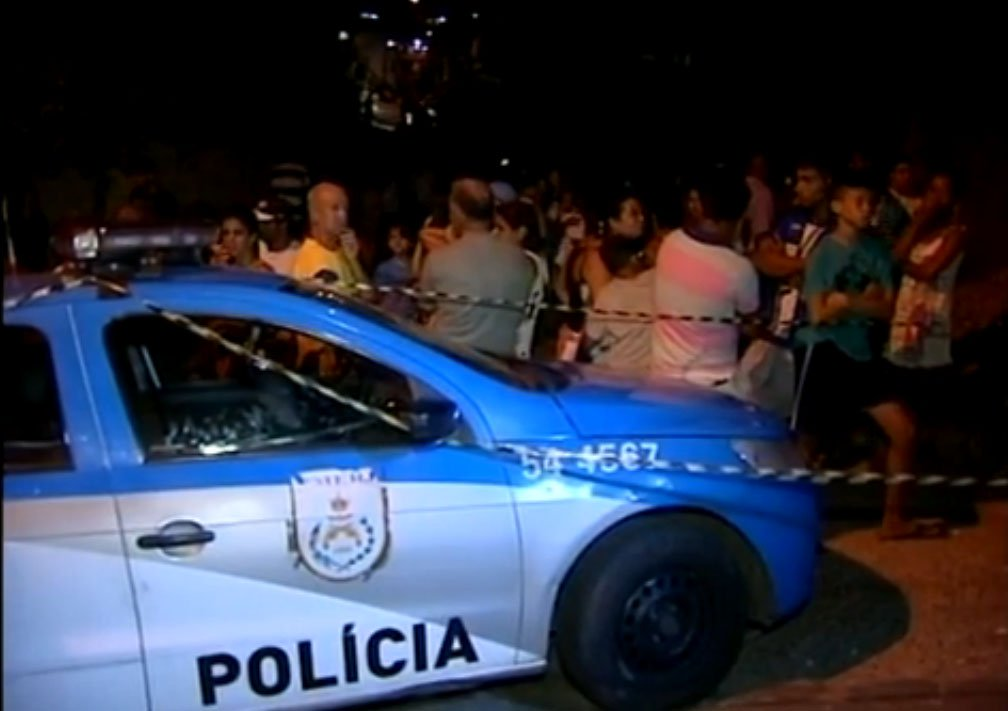 Eles estavam em um bar no bairro de Correas, quando homens atiraram contra as vítimas; caso está sendo investigado pela Polícia Civil