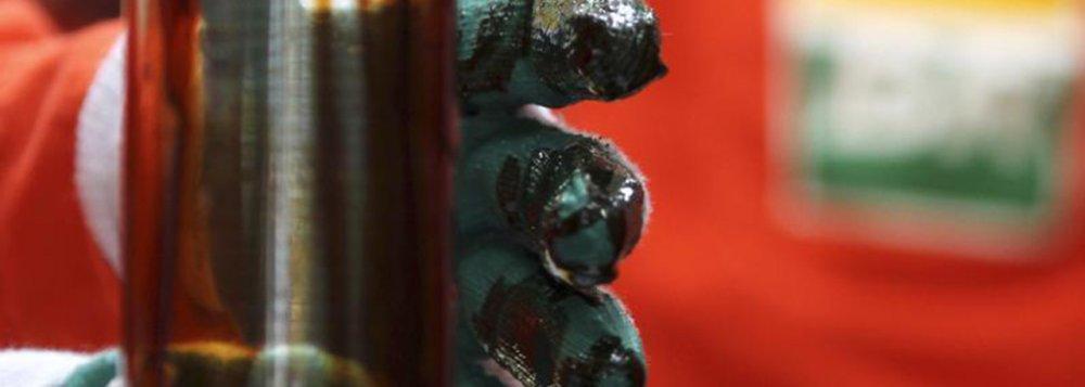 No Plano de Negócios e Gestão da Petrobras, apresentado nesta semana para investidores, o Estado de Sergipe aparece como peça importante na perspectiva de aumento da produção de óleo da empresa; área de exploração do Estado é dividida pela petrolífera como Sergipe Águas Profundas I e Sergipe Águas Profundas II; previsão da empresa é de que o primeiro óleo das duas unidades seja extraído entre 2016 e 2020