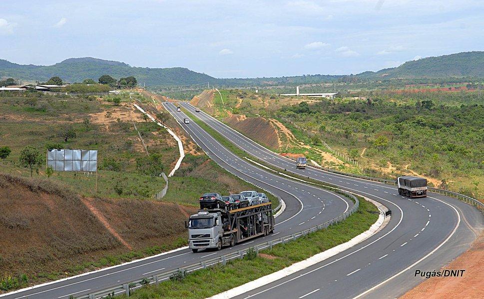 Oito grupos, entre consórcios e empresas, apresentaram proposta para disputar o leilão do trecho de 936,8 quilômetros da BR-040, que vai de Brasília a Juiz de Fora; o leilão ocorre nesta sexta-feira 27
