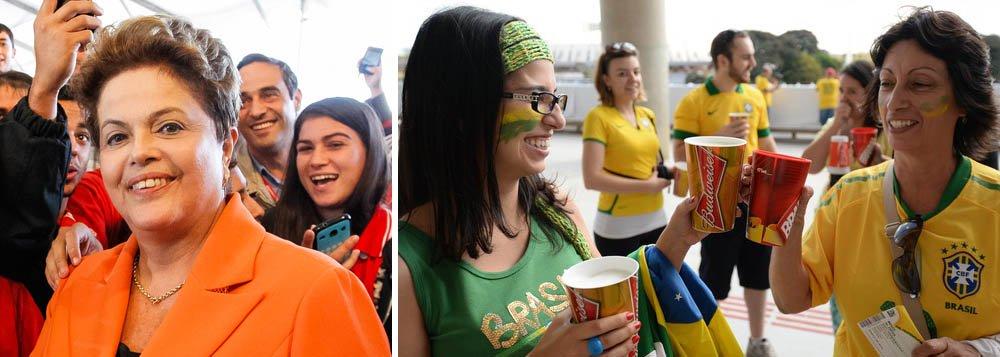 """Presidente não acredita que manifestações possam empanar clima de festa na Copa do Mundo; """"Eu tenho absoluta certeza que o nosso povo vai fazer como sempre fez"""", disse Dilma Rousseff, em Poços de Caldas (MG); """"Vai juntar a comunidade, comprar uma cervejinha, ligar a televisão e assistir a Copa torcendo para a nossa seleção""""; estrangeiros serão bem recebidos; """"Nós somos um país de gente generosa, alegre e gentil"""""""