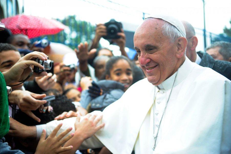 O Papa Francisco anunciou neste domingo que visitará os locais da Terra Santa na Jordânia, Israel e os Territórios Palestinos, em maio, sua primeira viagem à região como pontífice