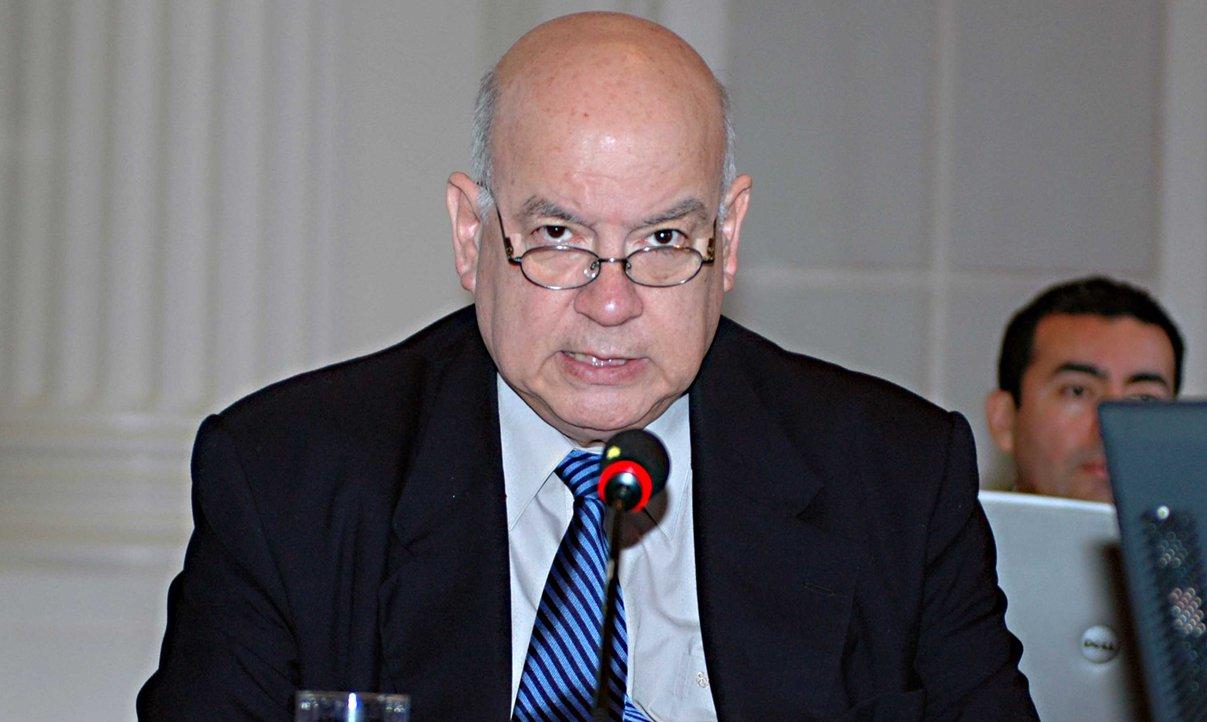 """O secretário-geral da Organização dos Estados Americanos (OEA), José Miguel Insulza, advertiu hoje (1º) que a desigualdade existente no continente sul-americano """"prejudica a democracia""""; ao participar de um dos eventos que antecedem a assembleia geral do organismo, que vai de terça (3) a quinta-feira (5) em Assunção, Insulza disse que a região mudou muito """"para melhor"""" nos últimos anos, em termos de crescimento democrático e econômico, mas ressaltou que o progresso não foi completo"""