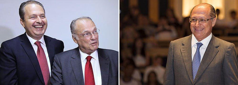 """Aliado do presidenciável socialista, deputado Roberto Freire, presidente do PPS, diz que Campos que não pode imaginar uma disputa real pelo poder ficando isolado com uma candidatura inexpressiva em São Paulo: """"Qualquer candidatura que for criada no improviso, seja pela Rede seja pelo PSB, não terá o efeito de uma aliança com Alckmin"""""""
