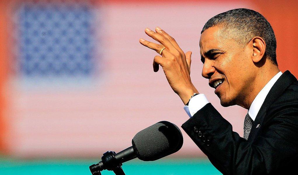 Presidente e a mulher, Michelle, agradeceram os militares pelos serviços prestados durante visita a uma base dos fuzileiros navais na baía de Kanoehe, no Havaí; Casa Branca informou que militares feridos no sábado durante uma missão de resgate abortada no Sudão do Sul também falaram com Obama por telefone
