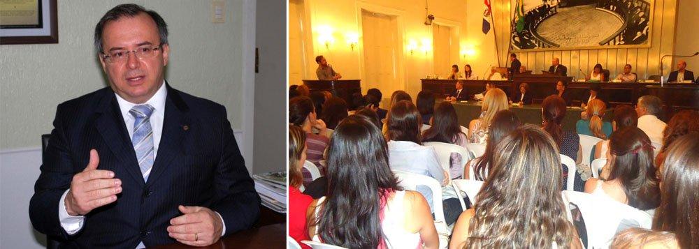 300 servidores da Assembléia Legislativa de Alagoas serão cedidos ao Governo do Estado através de um convênio. Os trabalhadores estão sem atribuições no Legislativo e deverão ser utilizados em atividades burocráticas na Secretaria de Estado da Defesa Social