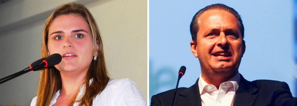 """Presidenciável pelo PSB pediu para que a polêmica em torno da discussão levantada pela vereadora Marília Arraes fosse concluída, a fim de evitar que novos atritos sejam expostos pela imprensa; PSB avalia, no entanto, que a vereadora – que também é prima de Eduardo Campos – está """"rifada"""" e não terá mais o apoio do PSB durante sua carreira política; Marília pretendia sair candidata a deputada federal nas eleições de outubro, mas desistiu da postulação na última sexta-feira"""