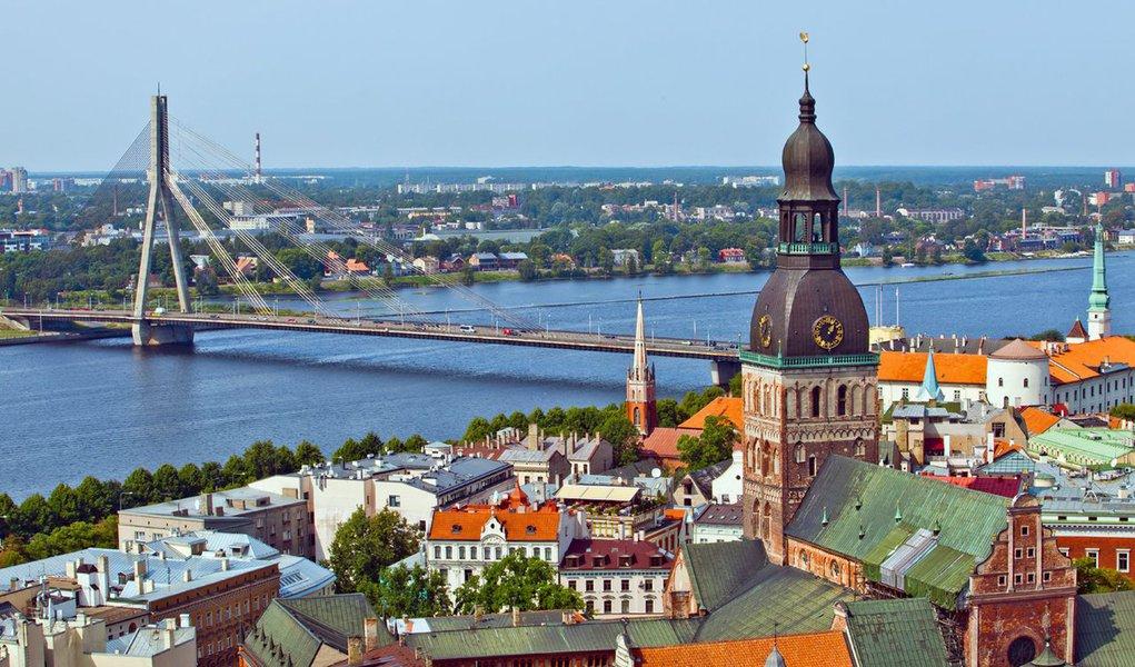 O país báltico de apenas dois milhões de habitantes se tornou o décimo oitavo membro da zona do euro na virada do ano, se distanciando ainda mais da sombra da vizinha Rússia, uma década depois de se juntar à União Europeia (UE) e à Otan (Organização do Tratado do Atlântico Norte)