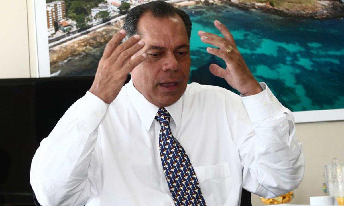 Pior prefeito da história da capital baiana, João Henrique de Barradas Carneiro (PSL) teve sua quarta prestação de contas rejeitada consecutivamente pelo Tribunal de Contas dos Municípios (TCM); desta vez foi o exercício de 2012; em oito anos de mandato (dois consecutivos), o ex-prefeito teve duas prestações de contas aprovadas, duas aprovadas com ressalva e as quatro do segundo mandato rejeitadas pela corte de contas