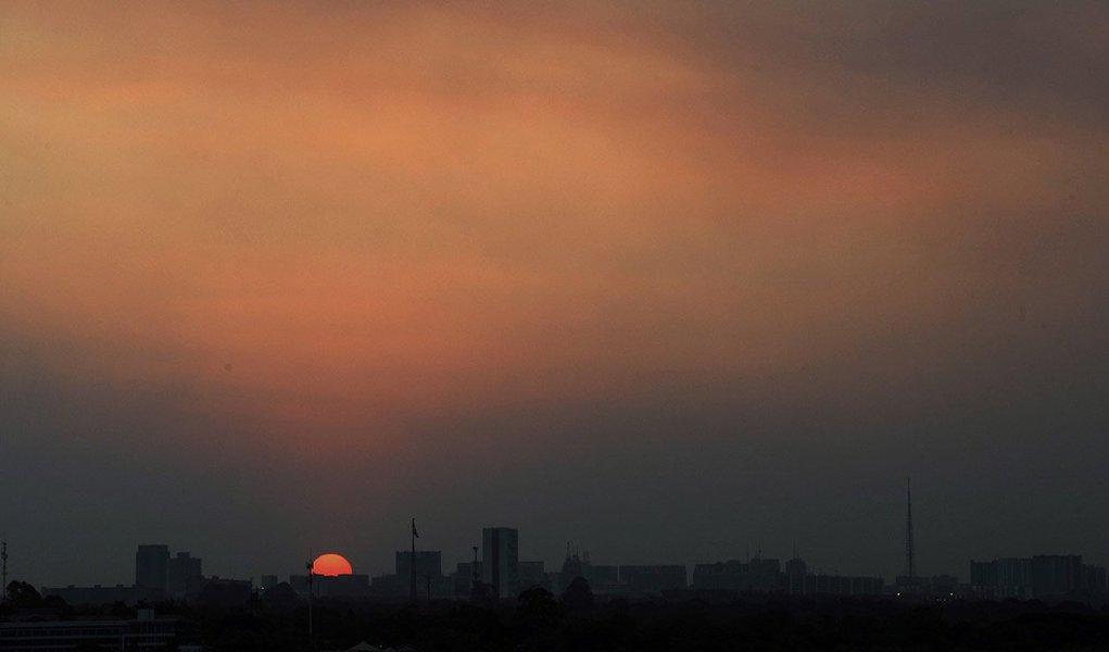 Moradores do Distrito Federal e do leste de Goiás devem redobrar os cuidados com o calor e com a umidade relativa do ar, que deve ficar abaixo de 30% até sexta-feira (10); segundo o Instituto Nacional de Meteorologia (Inmet), Brasília deve ter temperatura máxima nesta segunda-feira (6) de 31 graus Celsius (°C) e a umidade relativa do ar pode chegar a 25% entre as 15h e as 17h
