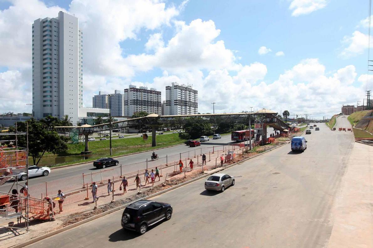 Libera��o da nova pista marginal entre Imbu� e Extra - Avenida Paralela.    Foto: Camila Souza/GOVBA