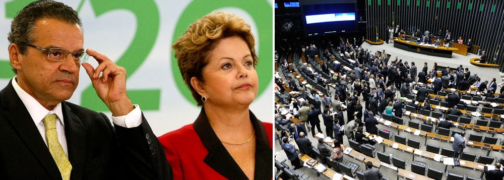 """Depois de votar, na noite de ontem, contra o veto da presidente Dilma sobre o projeto que isenta Estados e municípios de desonerações do governo federal, presidente da Câmara justifica: """"Há 42 anos eu voto com o meu partido, acho que tenho esse traço de lealdade e fidelidade com o partido""""; questionado se essa lealdade é maior do que a dedicada ao governo, Henrique Alves (PMDB-RN) respondeu: """"Sempre será maior do que a qualquer governo""""; seu voto foi seguido por quase toda a bancada do PMDB, maior aliado do Planalto"""