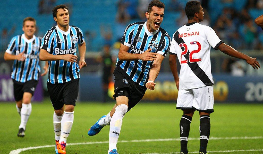 Time gaúcho subiu quatro posições e assumiu a liderança no ranking do futebol brasileiro