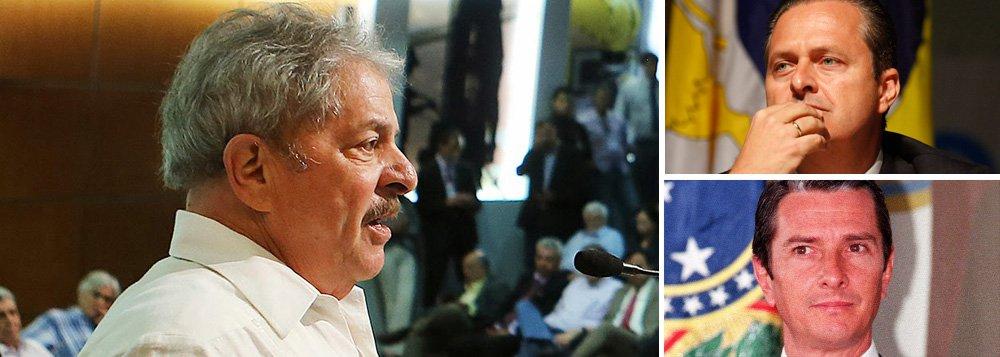 """Ex-presidente Lula comparou governador de Pernambuco e presidenciável Eduardo Campos (PSB) com o ex-presidente Fernando Collor, eleito em 1989 e alvo de um impeachment em 1992; """"A minha grande preocupação é repetir o que aconteceu em 1989: que venha um desconhecido, que se apresente muito bem, jovem... e nós vimos o que deu"""", disse ele a empresários paranaenses na última sexta-feira, segundo o jornalista Fernando Rodrigues"""