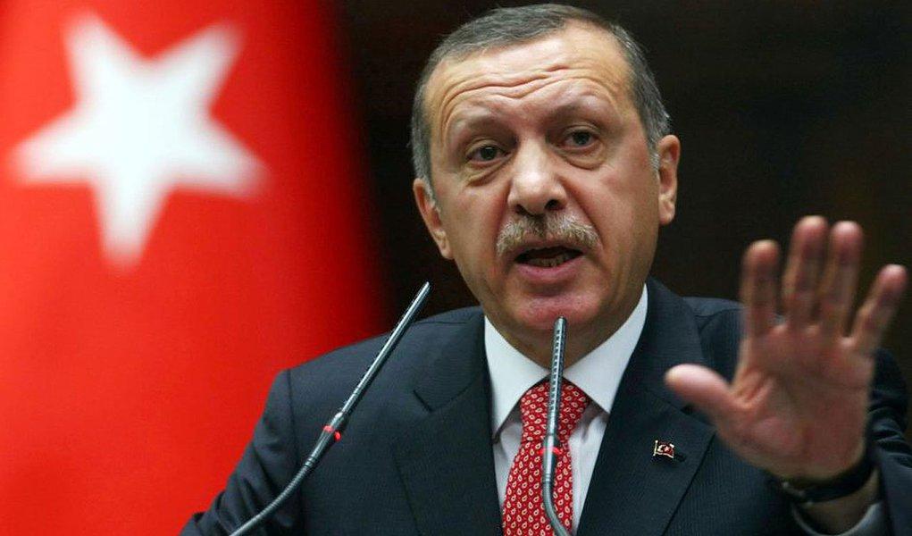 Demissões aconteceram nesta madrugada, no âmbito de um vasto escândalo que envolve aliados políticos do primeiro-ministro Recep Erdogan;medida é adotada no momento em que o Executivo tenta conter um escândalo de corrupção que atingiu o alto escalão do governo, com dez ministros de Estado substituídos
