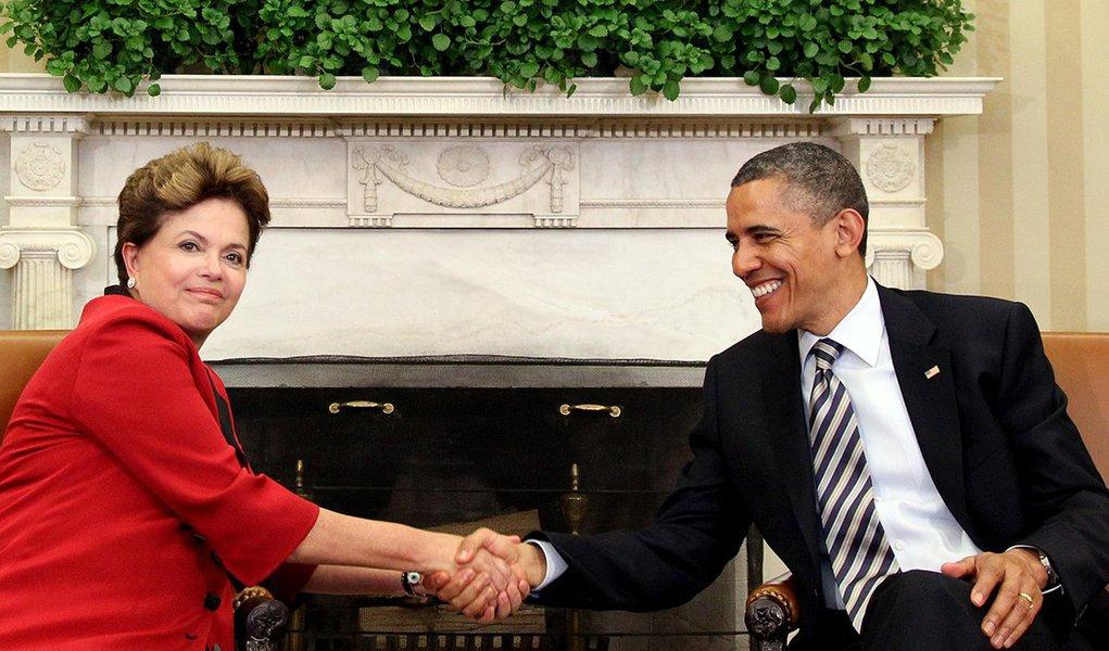 """Em entrevista publicada nesta terça (3) pelo """"The New York Times"""", a presidente Dilma Rousseff (PT) que """"está certa de que podemos retomar nossa relação com os Estados Unidos de onde elas pararam"""" e que pode remarcar a visita de Estado que cancelou no ano passado; desde meados de 2013, quando foi revelado que a NSA dos EUA espionou a presidente e vários assessores de seu governo, o relacionamento Brasília-Washington está praticamente congelado"""