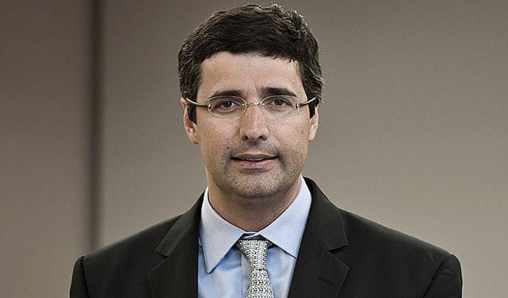 Negócio de venda do banco de André Esteves para suíço UBS, em 2006, está na pauta do Conselho Administrativo de Recursos Fiscais (Carf); apesar de ter provisionado R$ 1,9 milhão para posível confirmação de multa, BTG Pactual pode sofrer autuação de até R$ 2 bilhões, segundo jornal Valor Econômico