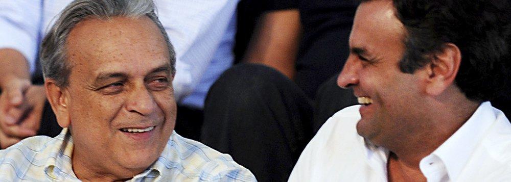"""O senador mineiro e presidente nacional do PSDB, Aécio Neves, concedeu uma entrevista coletiva para falar do falecimento do deputado federal e presidente do PSDB em Pernambuco, Sérgio Guerra; de acordo com Aécio, que também é pré-candidato à Presidência da República, Guerra """"tinha três características raras nos homens públicos de hoje. Um homem altamente culto; idealista, lutava por aquilo em que acreditava; e corajoso. Era destemido"""", disse; """"É uma perda muito especial para o PSDB, que perde um dos seus principais líderes"""", afirmou; ele também disse que o último conselho dado por Guerra foi para que o PSDB """"colocasse o bloco da candidatura na rua"""". """"Vamos colocá-lo, infelizmente, sem a presença de um dos seus maiores inspiradores, que é o companheiro Sérgio Guerra"""", assegurou"""