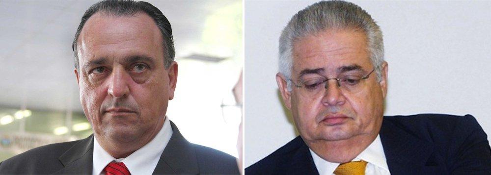 Os ex-deputados Pedro Henry e Pedro Corrêa foram transferidos do Complexo Penitenciário da Papuda, em Brasília, para presídios em seus estados natais nesta tarde; eles cumprem pena por condenação na Ação Penal 470; Henry está sendo levado para Cuiabá (MT) e Corrêa para Recife (PE); já são quatro os presos da AP 470 transferidos da Papuda nesta semana; na segunda (23), o ex-deputado Romeu Queiroz e o ex-vice-presidente do Banco Rural, Roberto Salgado, foram transferidos para Minas Gerais; Marcos Valério e José Genoinio também já pediram transferência