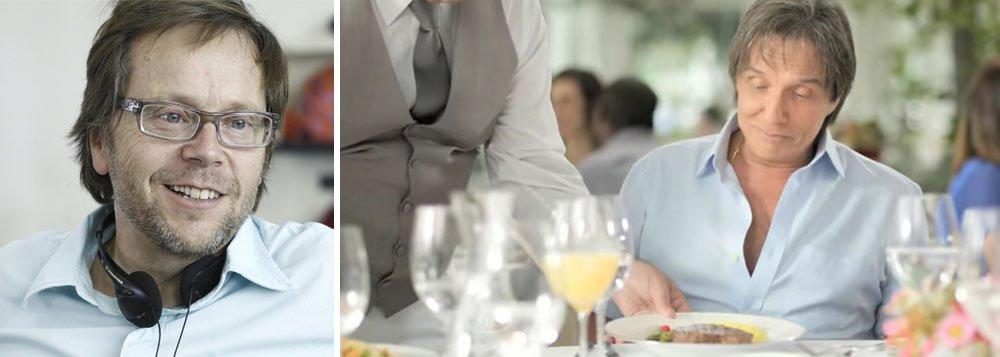 """Diretor de cinema Fernando Meirelles publicou no Twitter que nas agências de publicidade """"fala-se que 25 milhões teria sido o cachê do Roberto Carlos para falar que voltou a comer carne"""" na campanha feita pelo cantor para a Friboi; """"Continua veggie como sempre foi"""", acrescentou; advogado do rei, Antonio Carlos de Almeida Castro, o Kakay, afirmou que informação é """"completamente inverídica""""; """"Ele voltou a comer carne há um ano"""", garantiu"""