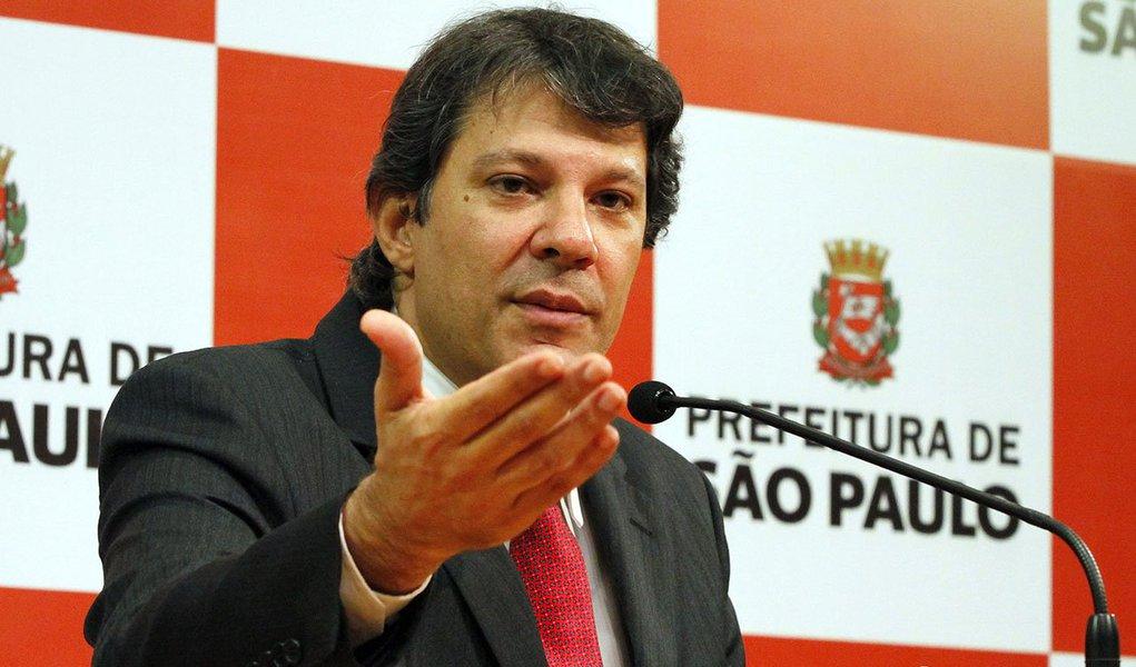 """Em longa entrevista à Folha, prefeito de São Paulo critica a politização do escândalo da Máfia do o ISS, enaltece criação da Controladoria e diz que não há paralelo na história da cidade o número de pessoas que foram presas; no caso do IPTU, critica as contradições do PSDB, que em 2009 impôs um aumento de até 45%; e se espanta com a guerra de versões: """"Todo dia, aqui acontece um episódio importante na cidade e a versão sobre ele é disputada palmo a palmo"""""""