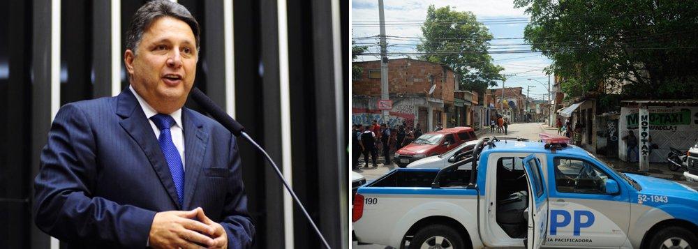 """Pré-candidato do PR ao governo do Rio, Anthony Garotinho nega rumores sobre desmonte das UPPs; """"Não sou um político que destrói o que de bom já foi feito. Dar continuidade a um projeto de governos anteriores não é problema""""; no entanto, ele afirma que o projeto das UPPs deve ser reformulado, com a chegada de serviços sociais; """"A UPP agora não passa de uma grande caixa colocada no meio da comunidade"""""""