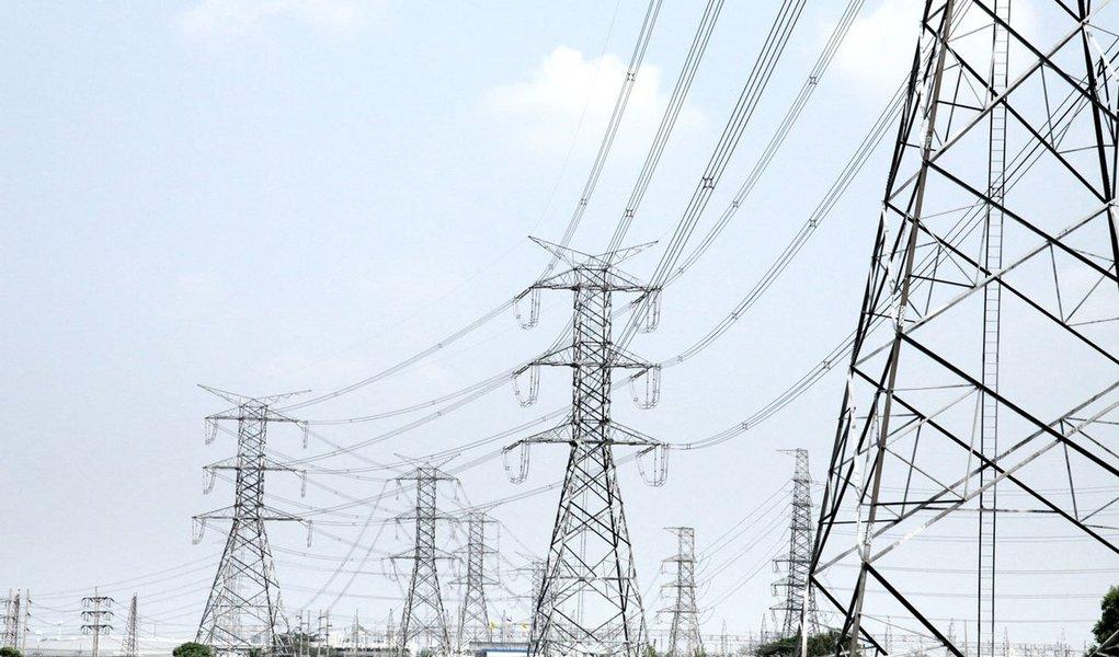 Consumo total de energia elétrica no país foi 39.902 gigawatts-hora em novembro; no acumulado do ano, o consumo também teve alta de 3,3%; dados fazem parte da Resenha Mensal do Mercado de Energia Elétrica; as residências puxaram o resultado do mês, com alta de 4,2%, seguidas pelo comércio e serviços (4,8%)