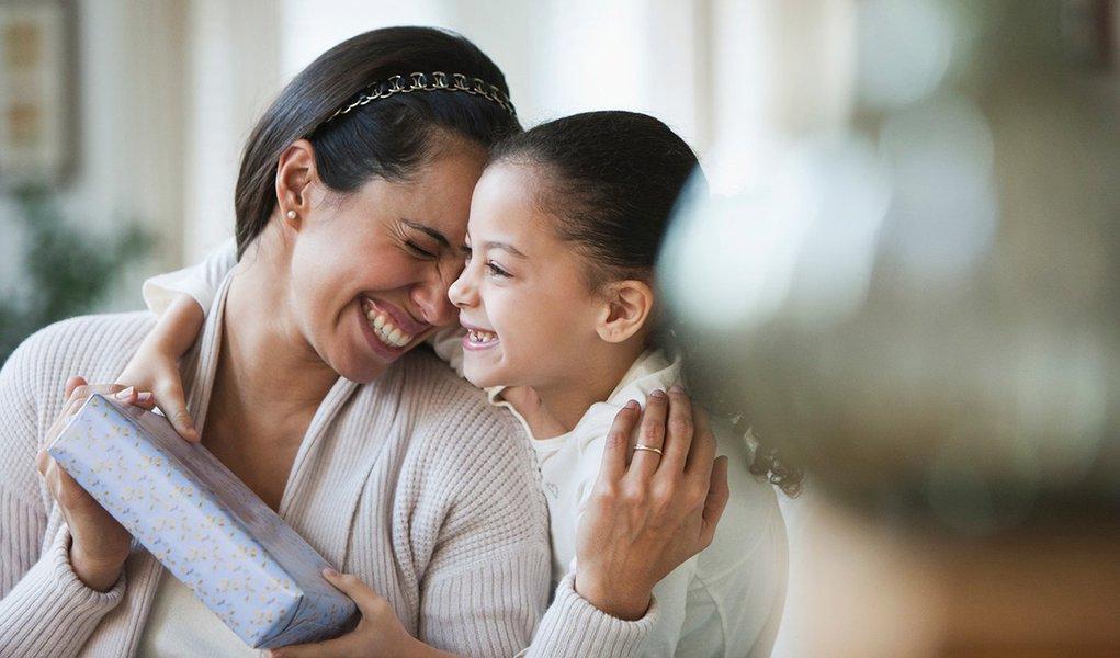 Estudos revelam que praticar a gratidão traz benefícios para crianças e adolescentes das mais variadas classes sociais e ajuda-as a proteger-se contra situações de risco