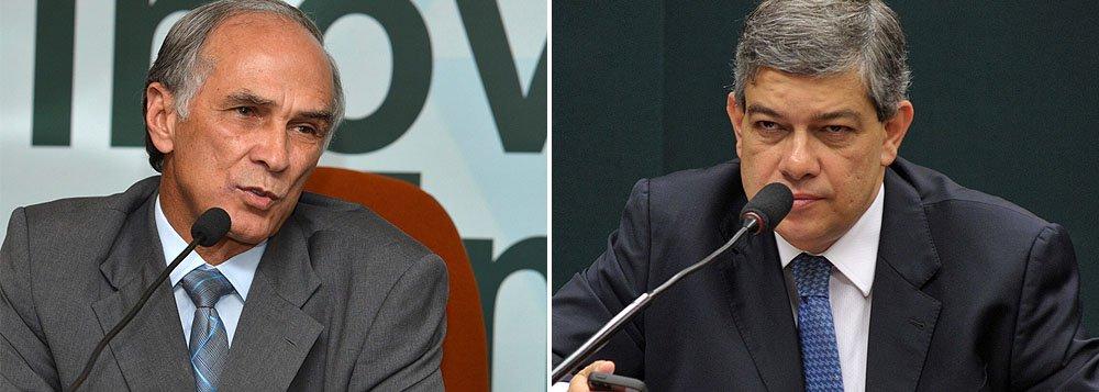 Antonio Andrade, da Agricultura, pediu para antecipar sua saída para agir no Estado; o presidente peemedebista Saraiva Felipe negocia com o tucano Marcus Pestana; Clésio Andrade (PMDB-MG) já foi até convidado para disputar o Senado na chapa de Pimenta da Veiga (PSDB)