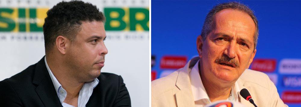 """Ministro do Esporte, Aldo Rebelo, retrucou as declarações do ex-jogador Ronaldo, que se disse envergonhado pelos atrasos nas obras para a Copa do Mundo de 2014; """"Esse grande evento não será motivo de constrangimento para o país que construiu a sétima economia do mundo e é o maior vencedor de todos os Mundiais. Estou seguro de que não só o Ronaldo, mas todos os brasileiros e turistas estrangeiros que vierem nos visitar terão orgulho, e não vergonha"""", disse o ministro; """"sentir vergonha do País não faz parte da solução"""""""