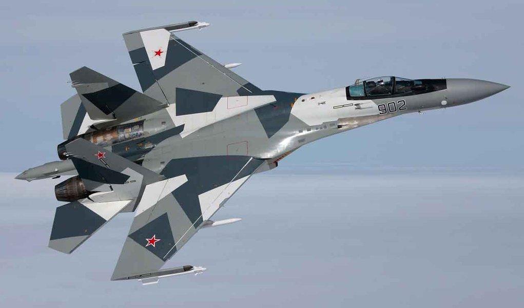 Ministério da Defesa ucraniano notificou que vários caças russos violaram duas vezes o espaço aéreo da Ucrânia sobre o Mar Negro; Ucrânia afirma que navios russos foram para a cidade portuária de Sebastopol, na Crimeia, e que forças russas bloquearam os serviços de telefonia móvel em algumas partes da região